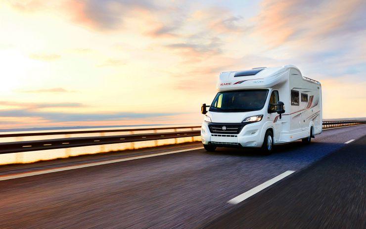 Vi säljer de omtyckta husbil- och husvagnmärkena Kabe, Adria, Dethleffs, Bürstner, LMC och Sunlight